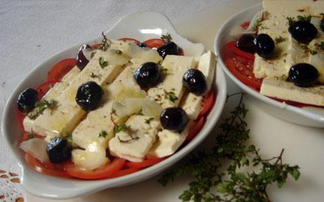Tomaten mit Schafskäse, vor dem Überbacken