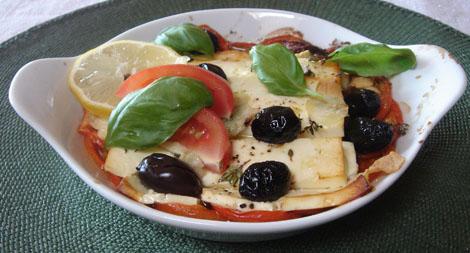 Tomaten mit Schafskäse, fertig zum Verspeisen