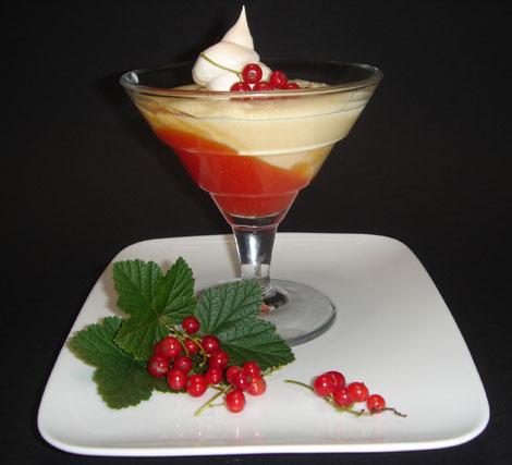 Pudding mit Pfirsichkompott