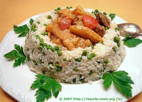 Curryfleisch im Erbsenreisrand
