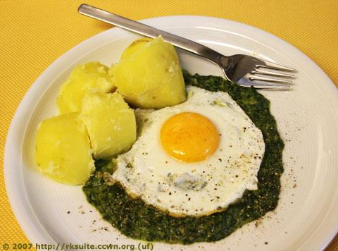 Spinat mit Salzkartoffeln und Spiegelei