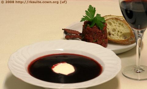 Rote Bete Essenz mit Rindertatar