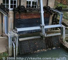 Rechen am Mühlkanal der Hegnacher Mühle