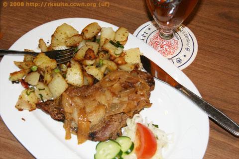 Thüringer Rostbrätel mit Röstzwiebeln und Bratkartoffeln
