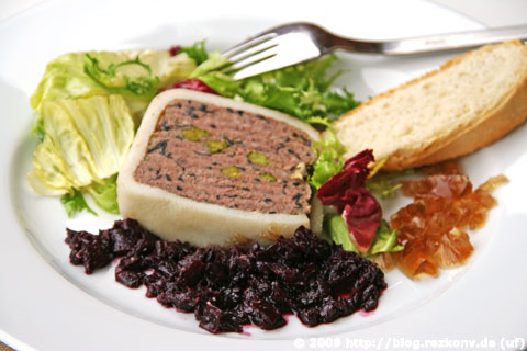 Wildterrine mit Schalotten-Rotwein-Confit