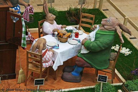 Familie Osterhase wartet aufs Essen