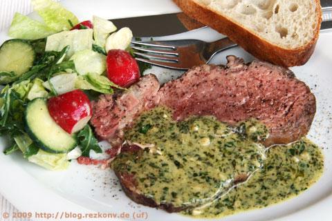 Entrecôte Café de Paris mit Salat und Brot