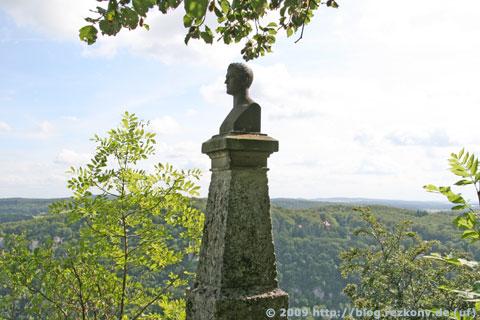 Hauff-Denkmal beim Schloss Lichtenstein