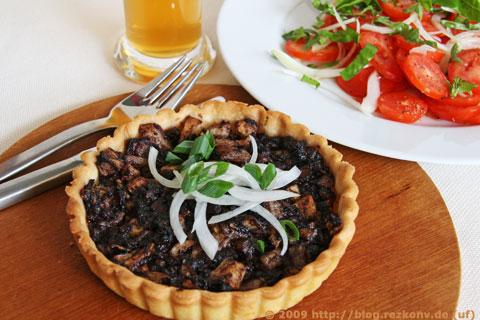 Blutwurstarte mit Weißbier und Tomatensalat