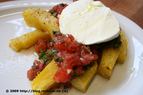 Gebackene Kürbisschnitten mit Tomaten