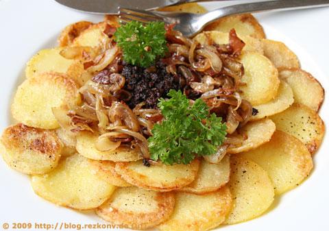 Bratkartoffeln mit Blutwurst und Röstzwiebeln