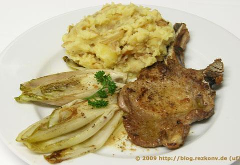Kotelett mit Chicoree und Stampfkartoffeln