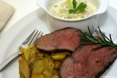 Roastbeefscheiben mit Bratkartoffeln und Remoulade