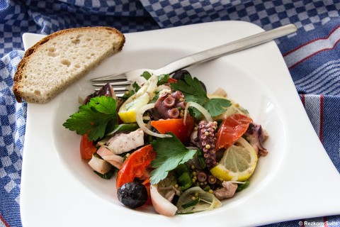 Salat vom Oktopus und Kalmare
